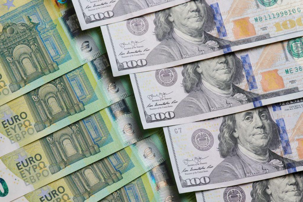 banknoty w różnych walutach