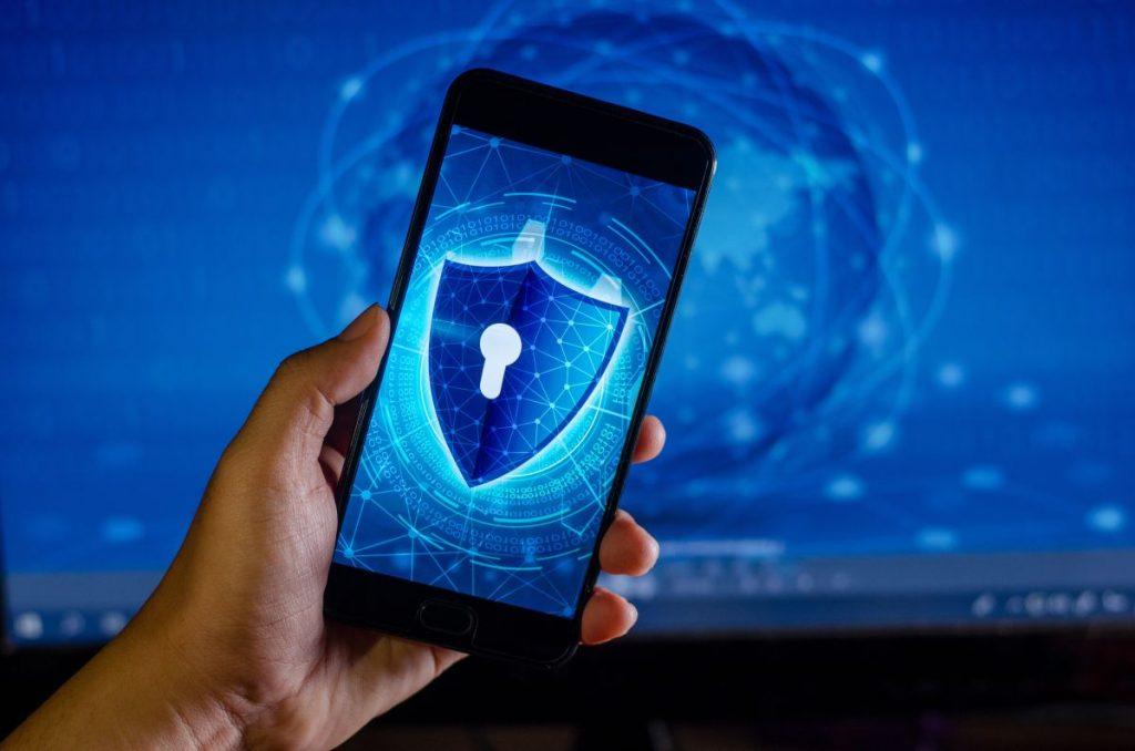 bezpieczny telefon i komputer