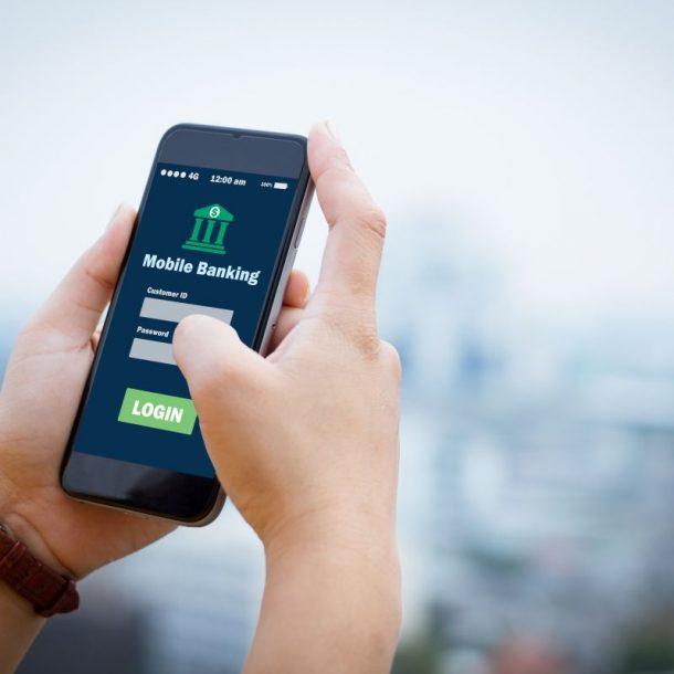 telefon z aplikacją płatniczą